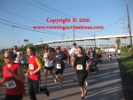 Runners racing after leaving the starting line at 2010 Outriggers 5K
